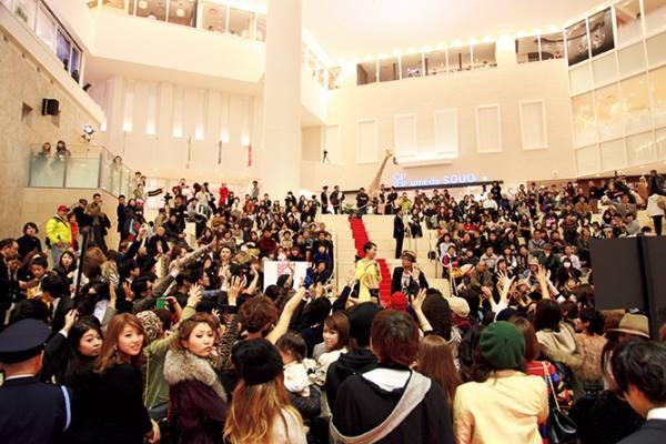 「ヴォーグ ジャパン」(コンデナスト・ジャパン刊)は、阪急うめだ本店と阪急メンズ大阪を会場にしたショッピングイベント「ファッションズ・ナイト・