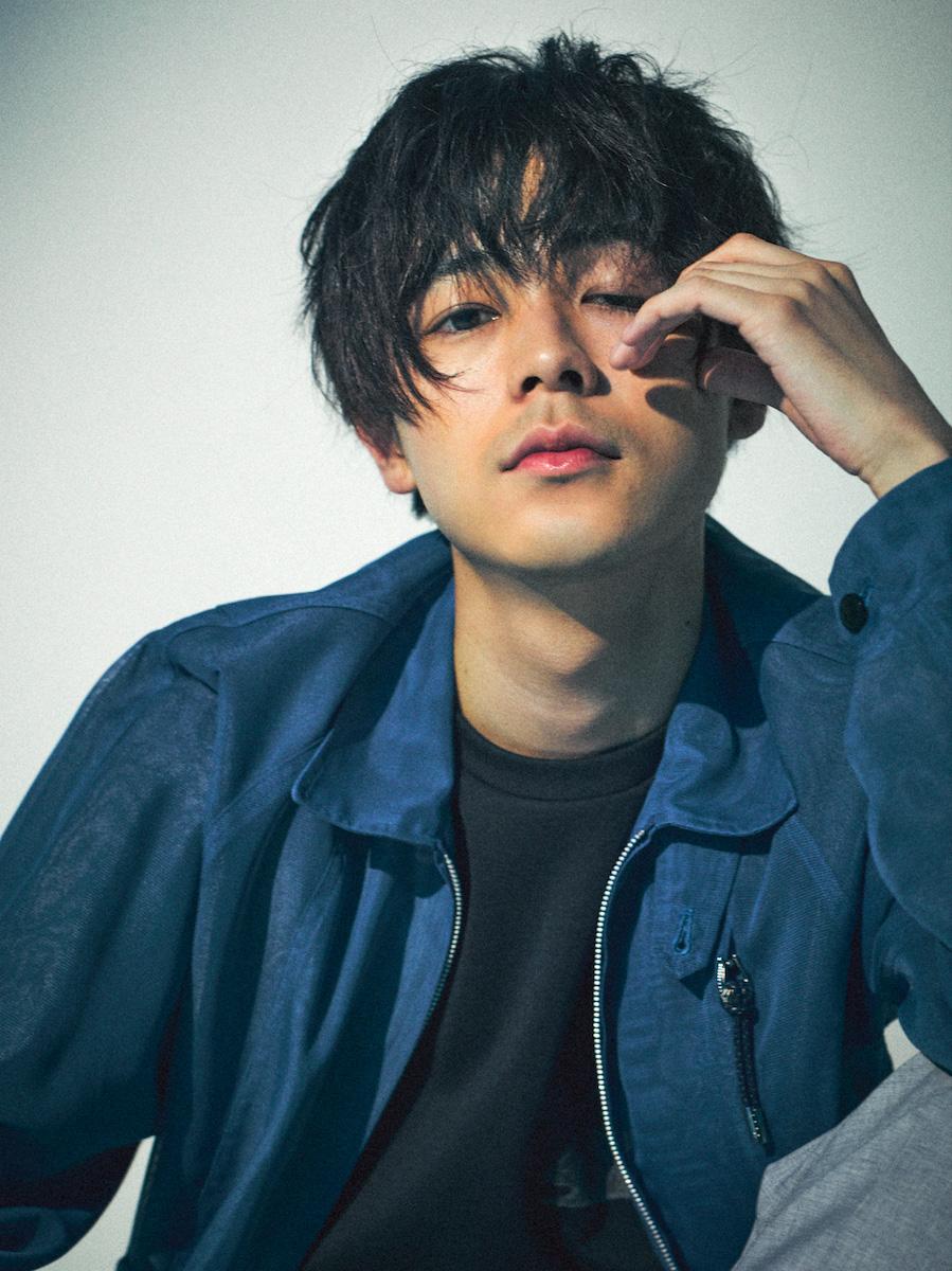 成田凌 PROFILE:1993年11月22日生まれ。2013年から雑誌「メンズノンノ」(集英社)の専属モデルを務める。14年、フジテレビNEXTのドラマ「フラッシュバック」に初主演・出演  ...
