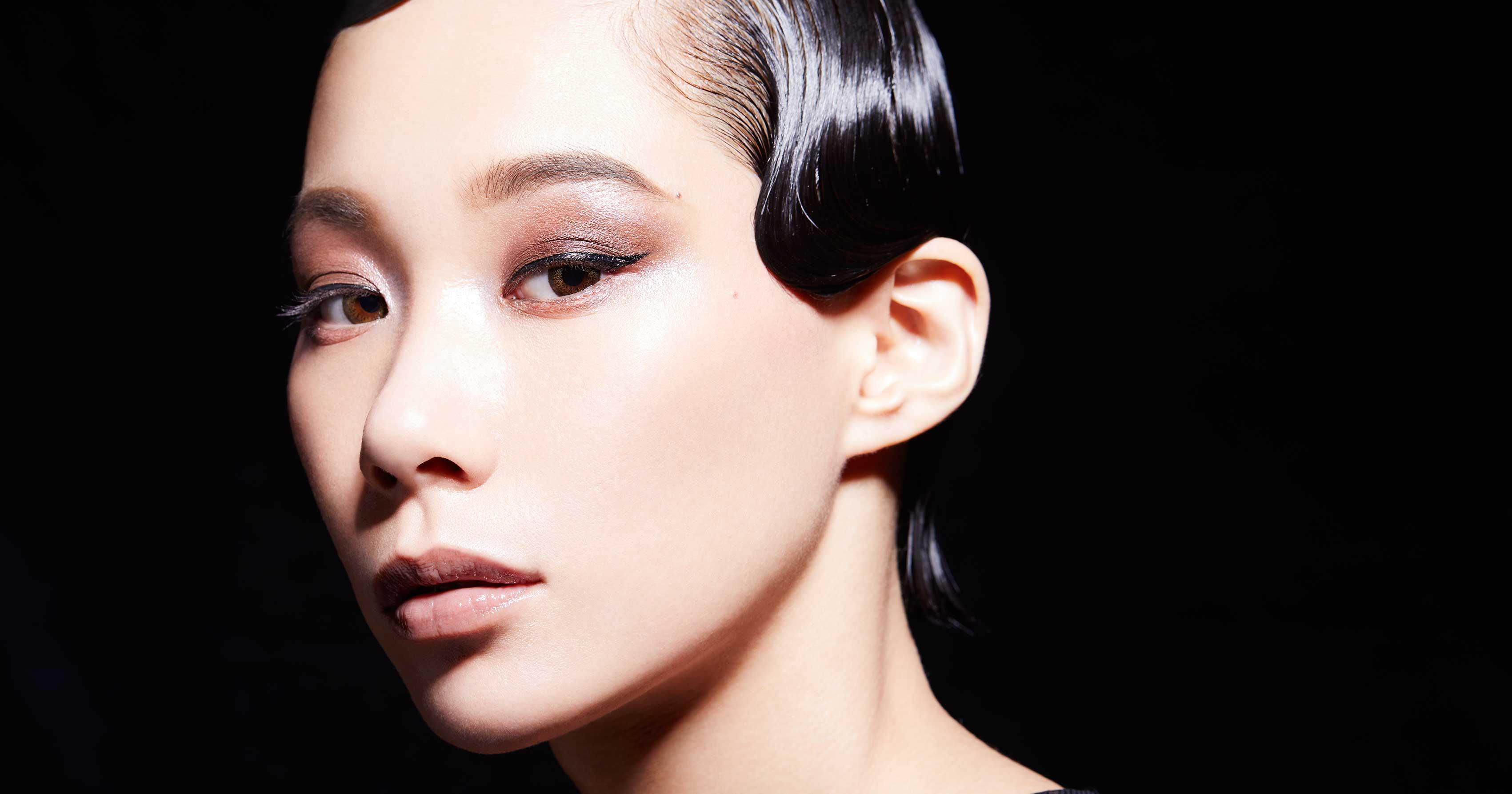 「ダズショップ」がマドモアゼル・ユリアとコラボ 真っ黒なリップ発売│WWD JAPAN